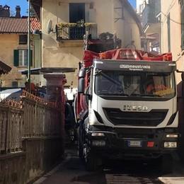 Brunate, asfalti in via per Como  Deviazioni sulla strada di Civiglio