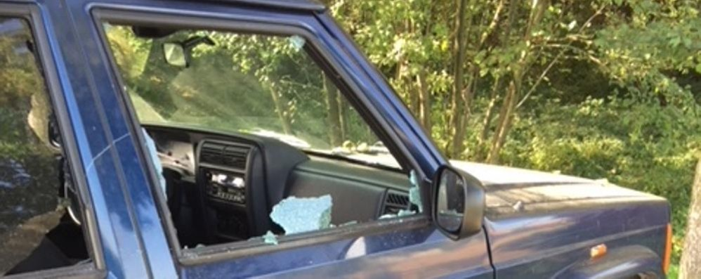 Casnate, sono tornati i vandali  Danni a tre auto in via Cantù