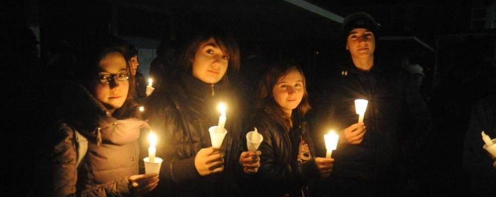 Bimbi morti: «Mettiamo  una candela alla finestra»