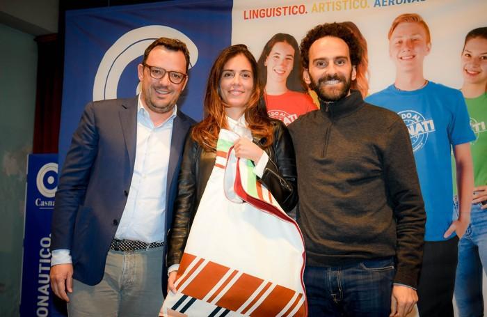 Como istituto Casnati presentazione del nuovo numero della rivista Tess, Shanti Rigamonti premiata da Francesco Colombo e Andrea Taborelli
