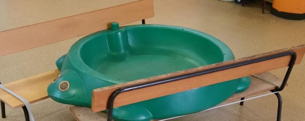 Como, piove dentro l'asilo  I giochi dei bimbi utilizzati come catini