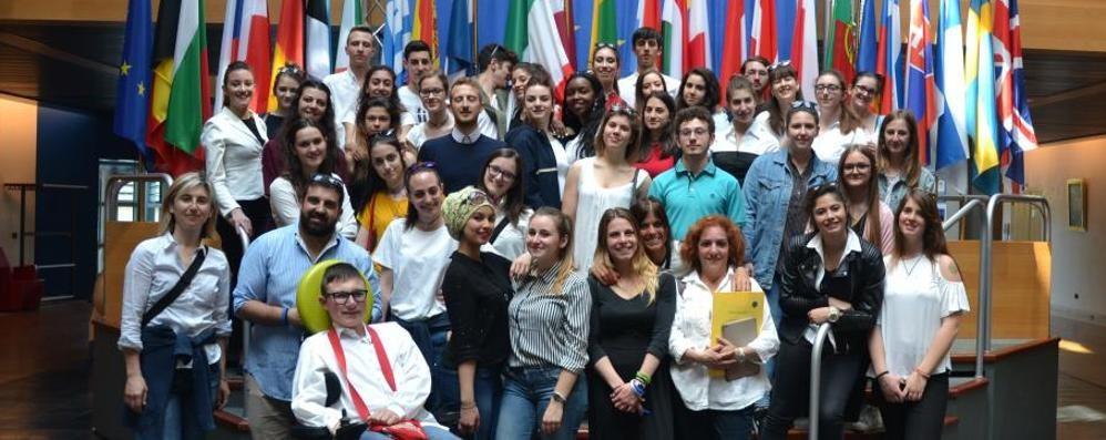 Erba, sei studenti su 10  sognano di lavorare all'estero