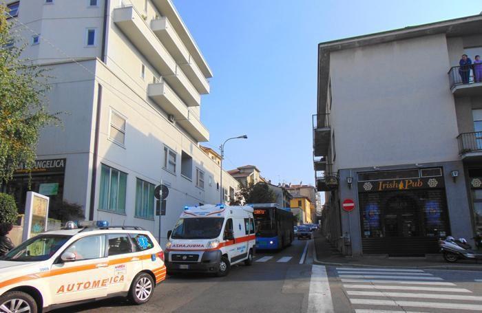 I soccorsi e il traffico paralizzato in via Risorgimento