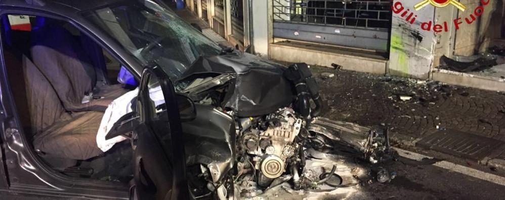 Como, auto contro muro  Gravi due ragazzi di 20 anni