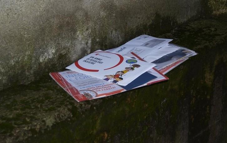 Posta a Fino, ancora proteste  «Bollette lasciate sotto la pioggia»