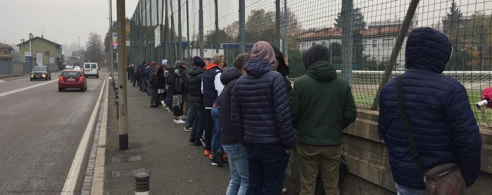 Cinque euro per la Seconda  Il pubblico protesta e resta fuori