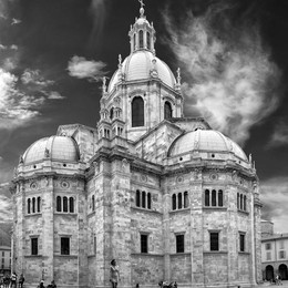 Wikipedia, premiata  la foto del Duomo di Como
