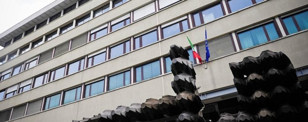 Ruba gioielli per 15mila euro  Condannato, ma è introvabile