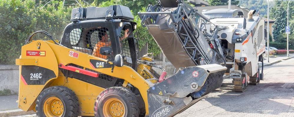 Cantiere a sorpresa: caos  E chiude per lavori  anche via Montegrappa