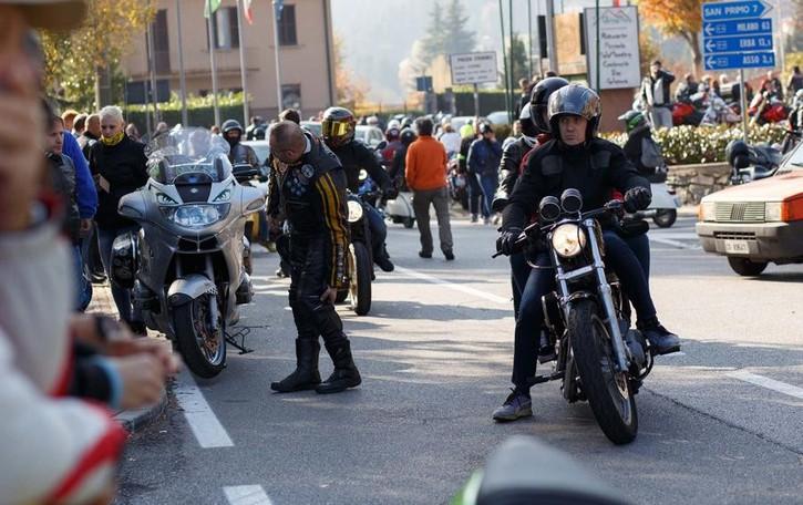 Bagno di folla al motoraduno  Settemila a Civenna e Magreglio