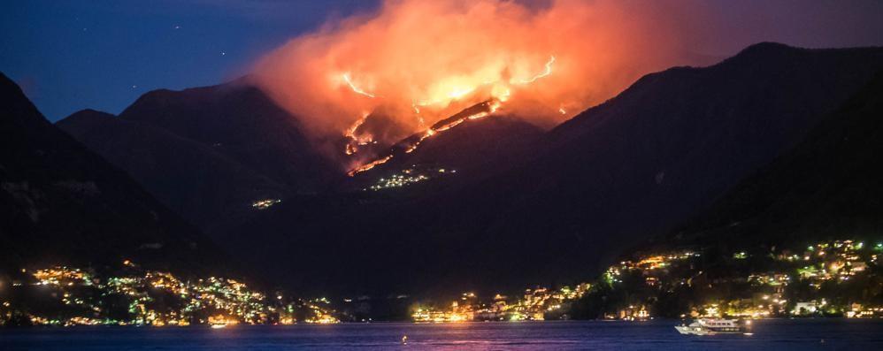 Il bilancio degli incendi nel Comasco:  distrutti 400 ettari di bosco  E il fuoco non è ancora domato (Il video)