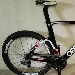Alzate, nuovo furto in pieno giorno  Via con le bici del campione di triathlon