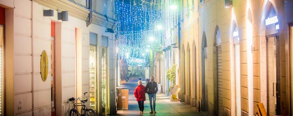 Luminarie record  Più di 400 addobbi accendono la città