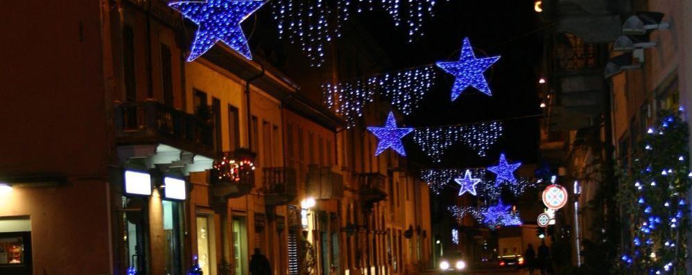 Olgiate, regalo ai negozianti  Le luminarie le paga il Comune