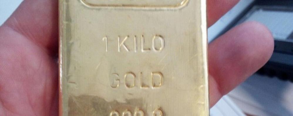Lingotto d'oro nelle mutande  Preso alla dogana