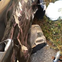 Sperona un autobus tedesco  Inseguito in A9 abbandona l'auto