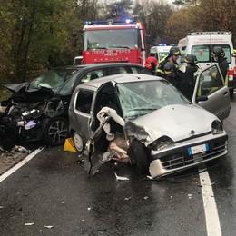 Alzate, scontro tra auto  Traffico bloccato con Cantù