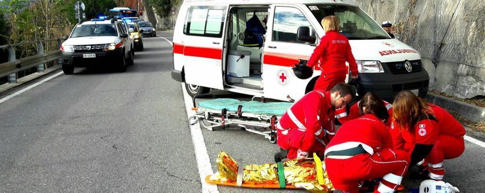 Moltrasio: cade dalla moto  Ferita una donna di 28 anni