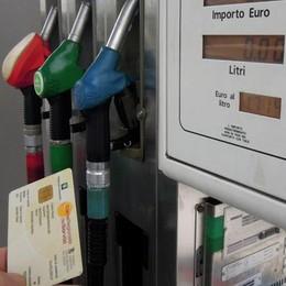 Como, benzina: è allarme  per la carta sconto «Spariti 5 milioni»