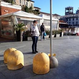 I panettoni sono di cemento  Natale blindato in piazza a Cantù
