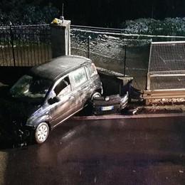 Con la macchina contro un muro  Incidente sulla statale Regina