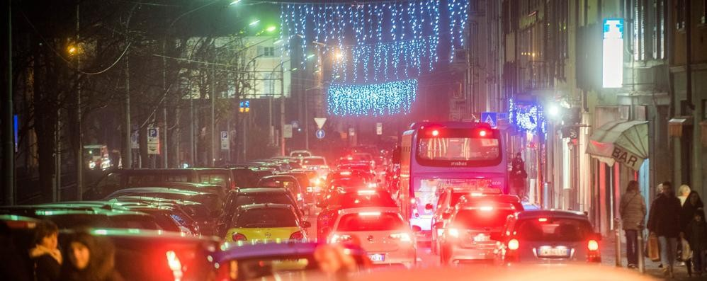 Babbo Natale in Vespa senza patente  Via il motorino e multa da 4mila euro