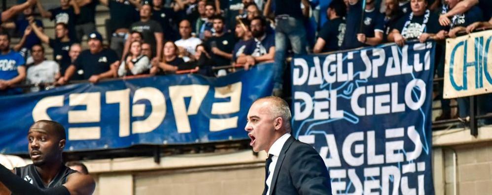 Tifosi di Cantù, febbre da derby In oltre duecento verso il Forum