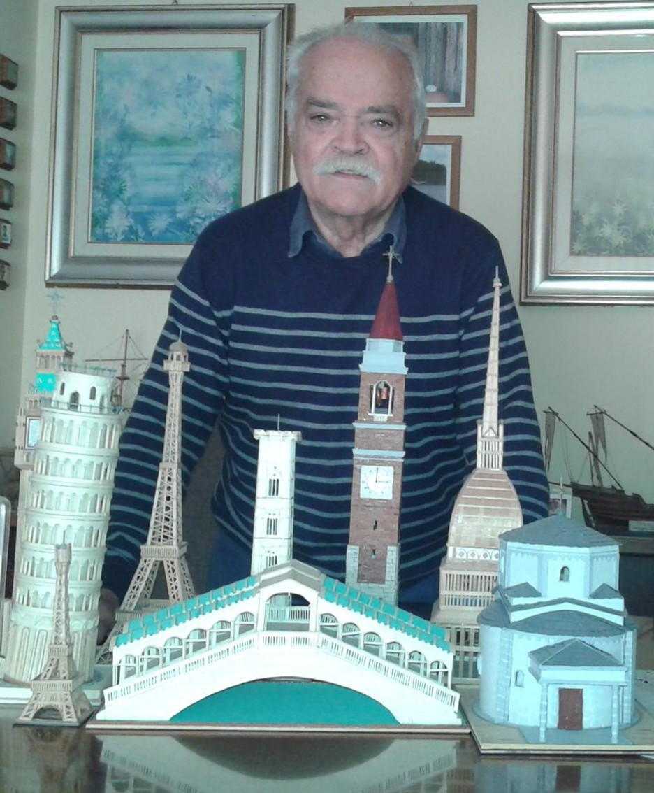 Angelo Terraneo con alcune dell sue creazioni