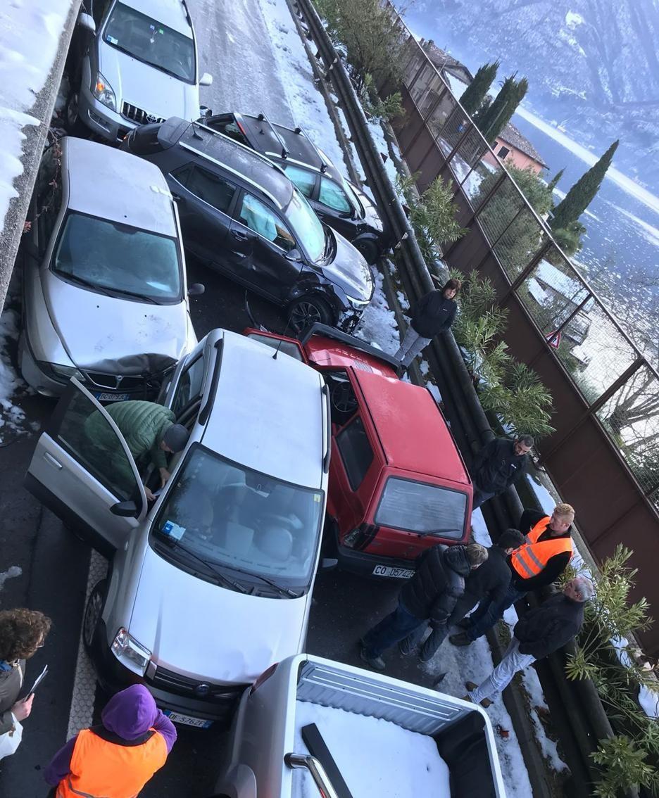 Un'altra inquadratura del groviglio di auto