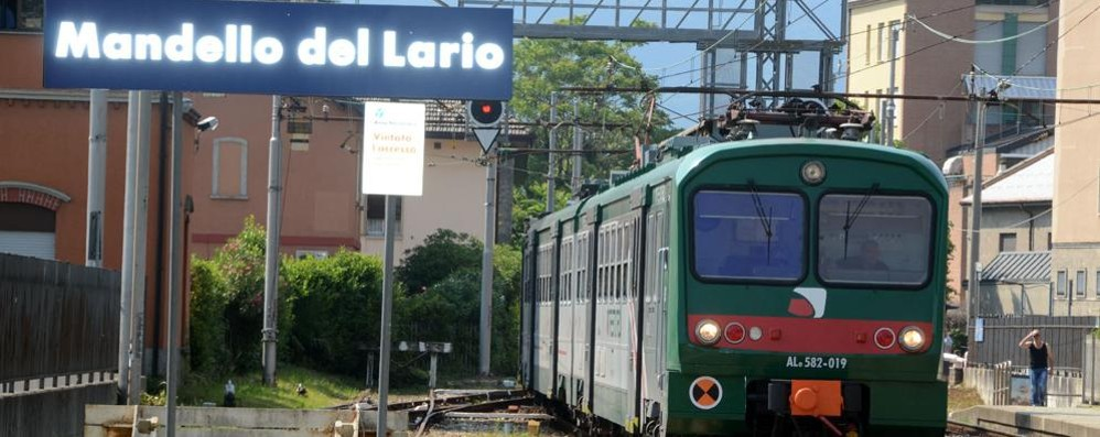 Attraversa i binari a Mandello  Ragazzo investito dal treno