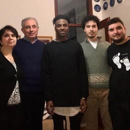 La scelta di una famiglia di Capiago  «Ospitiamo un rifugiato senegalese»
