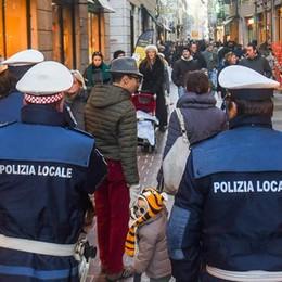 Mendicanti: multe, proteste  e fughe in centro città