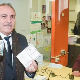 Como, la carta d'identità  Ora è solo elettronica  e costa 22 euro