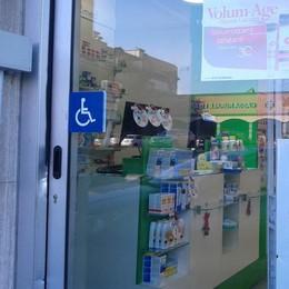Furto di notte in farmacia a Mariano  Porta forzata, ladri via con 600 euro