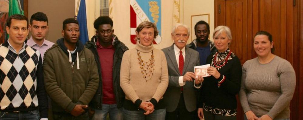 I migranti aiutano i poveri di Lomazzo  Buoni spesa con la vendita della farina