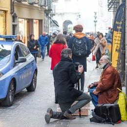 Il vescovo Cantoni  «Serve il cuore  non le ordinanze»