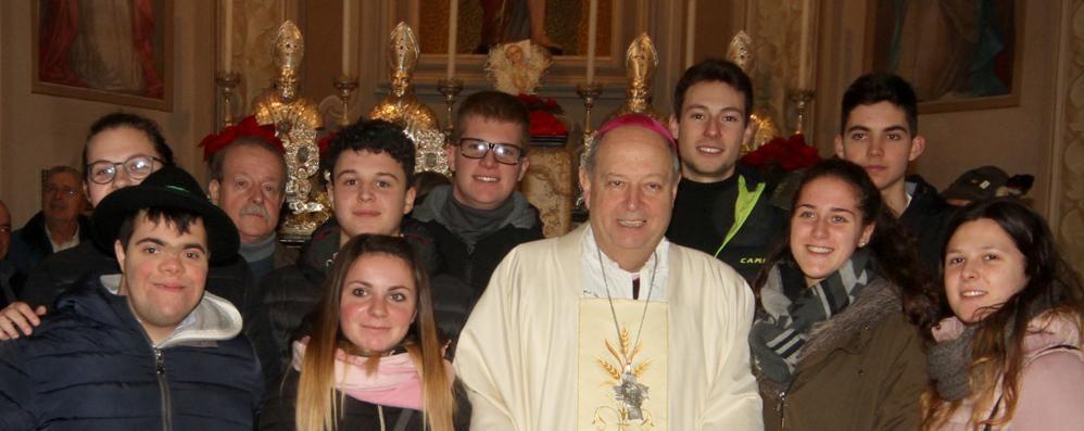 Il vescovo in Valle  ai diciottenni: «Impegnatevi»