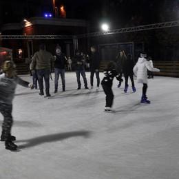 Cantù: San Silvestro con la festa a teatro  E sorpresa in piazza: pista aperta