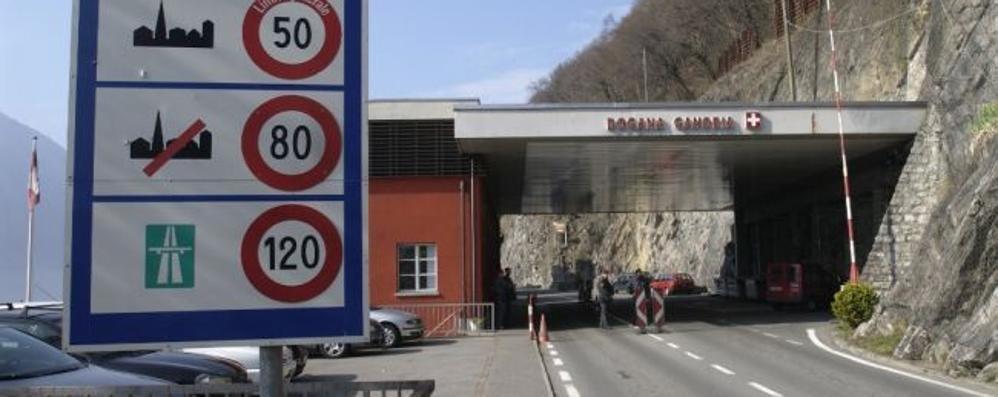 Valsolda, frontaliera colta da malore  Soccorsa in dogana e con l'elicottero