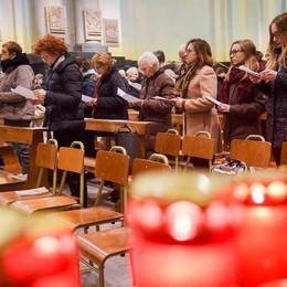 Rovello, tre ragazzi morti   L'abbraccio in chiesa tra le tre mamme