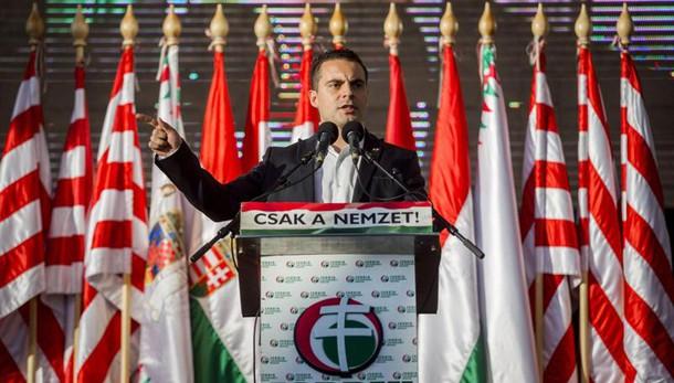 Ungheria: sindaco bandisce moschee e gay