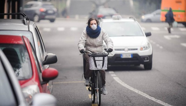Il Ticino frena per smog, Como non fa nulla
