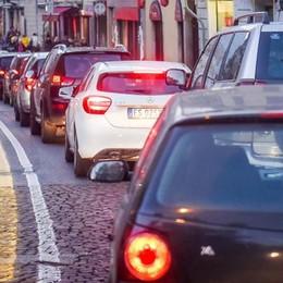 Niente auto in via Milano   Raccolta firme per dire no