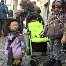 Carnevale dei bambini di Schignano 2017 - S. Pedrazzani - maschere tradizionali schignanesi alla sfilata del carnevale dei bambini Dom 19/2/17