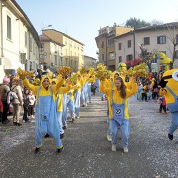 CANTU - PRIMA SFILATA CARRI DI CARNEVALE 2017 - MINIONS DEI BALOSS