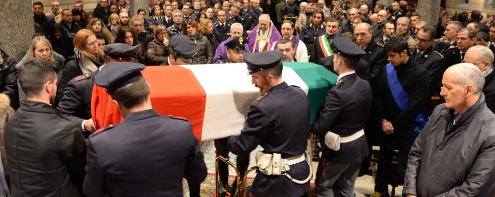 Colico, l'agente morto a 28 anni  Gabrielli: «Grande generosità»