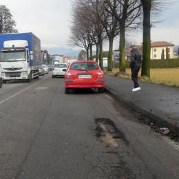 Pioggia, sale e freddo: ecco lebuche  A Cantù le strade sono un pericolo