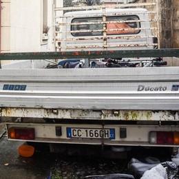Como: camion in sosta da 9 anni  Inquilini Aler in rivolta