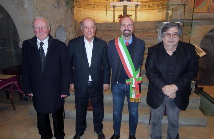 Pietro Brenna e Benito Gattei, benemeriti, il sindaco Claudio Bizzozero e il maestro Vincenzo Balzani, cittadino onorario