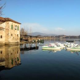 Turisti sul lago e all'Isola dei Cipressi  «La festa comincia. Grazie al tunnel»